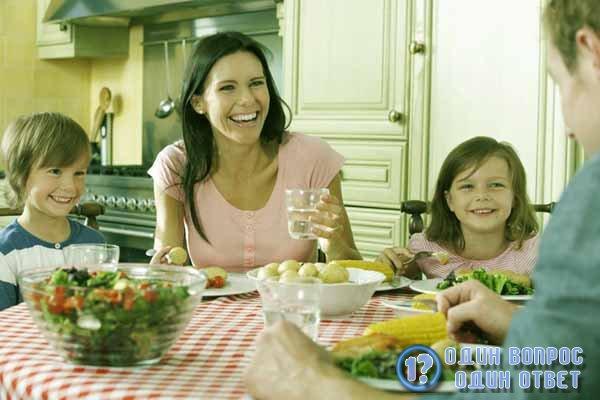 Ужин с мужем и детьми