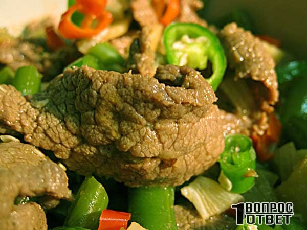 Отварное говяжье мясо с овощами