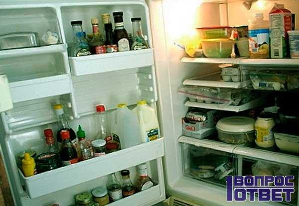 как убрать запах из холодильника дома