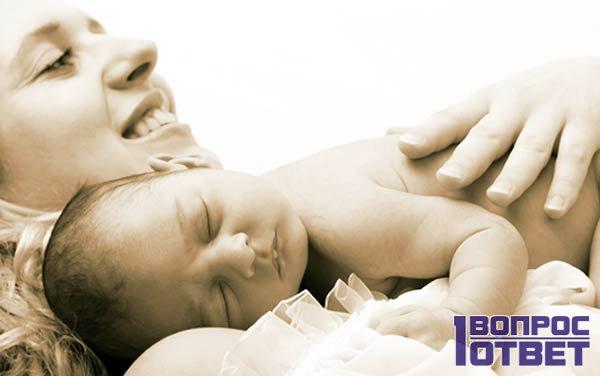 Мать и малыш в роддоме