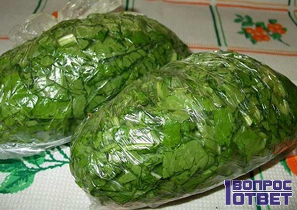 Два пакета с зеленью