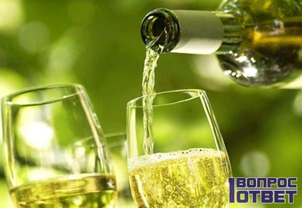 Готовое вино - разливаем по стаканам
