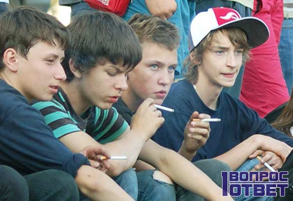 Трудные подростки на стадионе