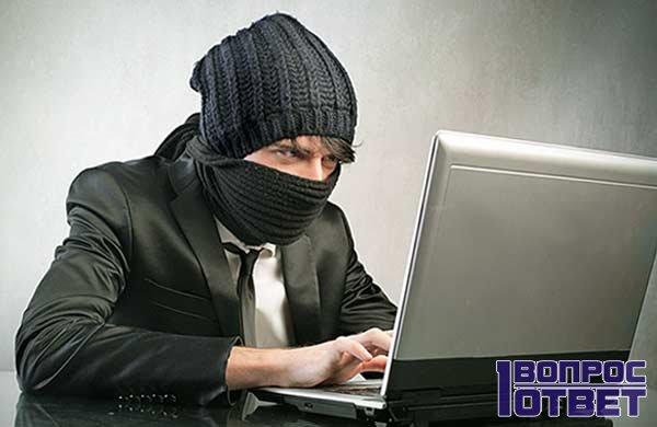 Хакер пытается добыть информацию