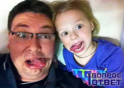 Андрей Чуев в больничной палате с дочкой