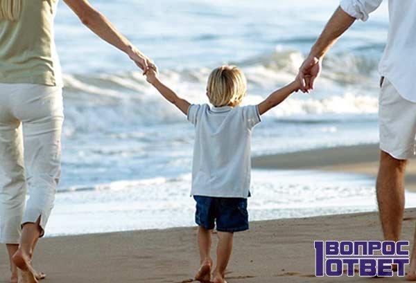 Родители помогают ребенку