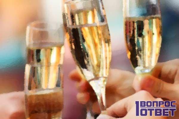Бокалы с шампанским на Новый Год