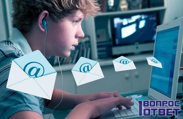 Парень создает электронную почту