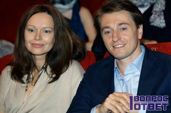 Сегрей с женой Ириной в театре