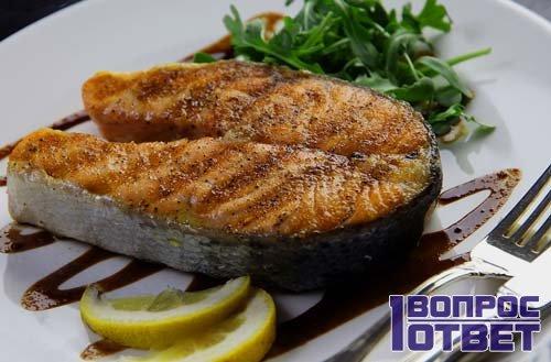 Стейк из свежего лосося с лимоном