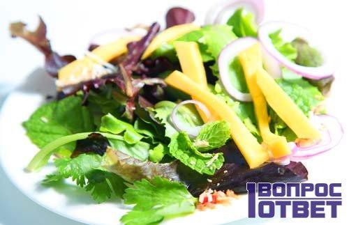 Салат «Легкость» на столе