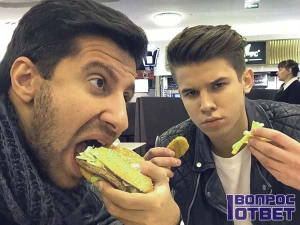 Амиран с Гришей кушают в Макдональдсе