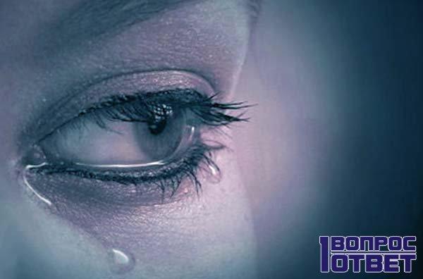 Девушка вся в слезах