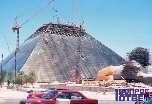 Возникновение торгового центра в виде пирамиды