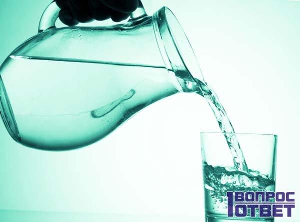 Разбавленная водка в кувшине