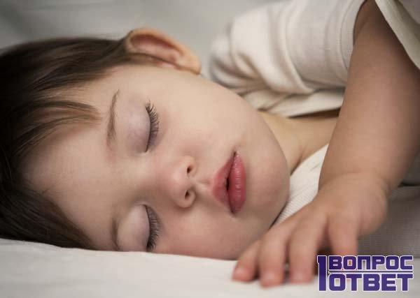 Ребенок спит сладким сном