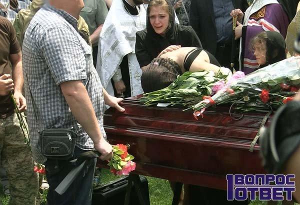 Мертвый в гробу - носить ли его вещи?