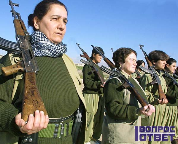 Пожилые женщины и военные