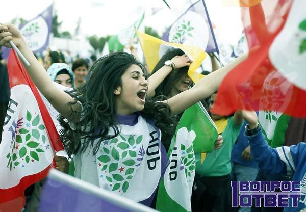 На праздновании независимости народов курдов