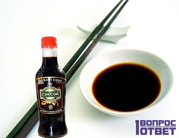 Соевый соус с палочками для суши