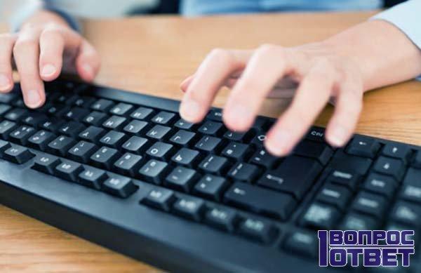 Печатает дефисы на клавиатуре
