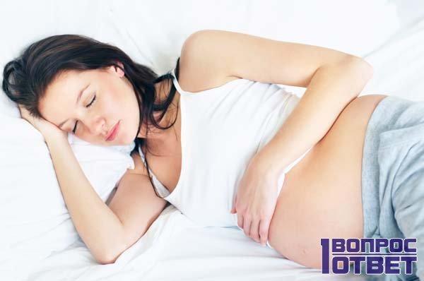 Беременная решила не спать на спине, а лучше на боку