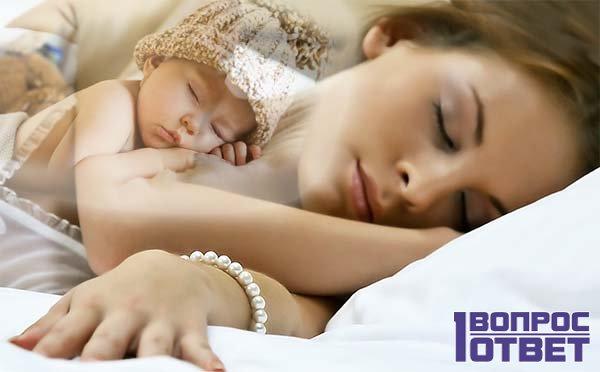 Молодая девушка видит сон про младенца