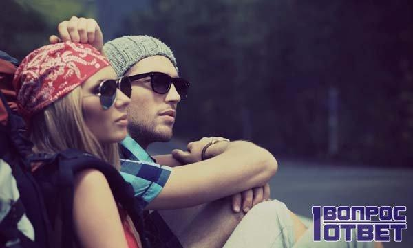 Девушка рядом с парнем