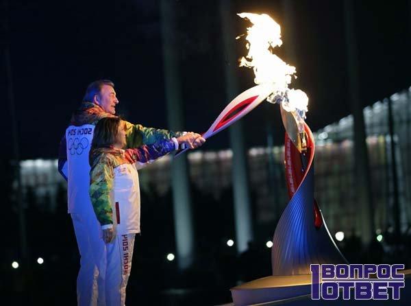 Поджигает факел на Олимпийских Играх