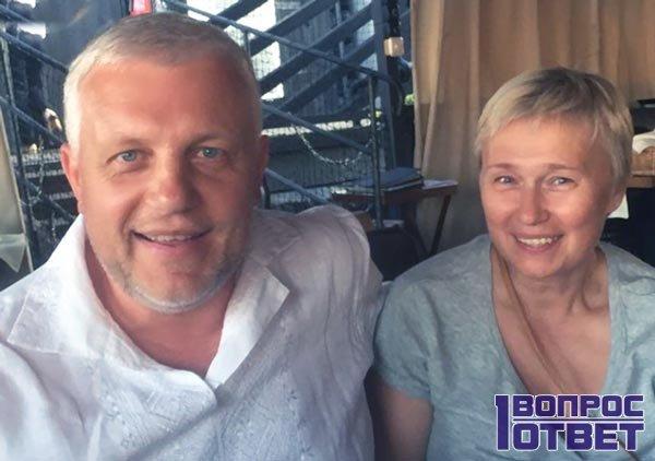 Алена Притула и Павел Шеремет в кафе