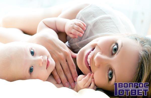 Здоровый крепкий малыш - новорожденный