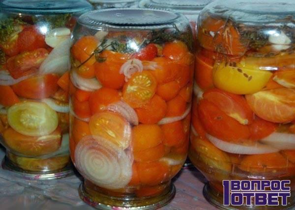 Стерилизованные банки с томатами