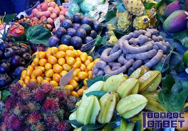 Экзотические фрукты - прилавок