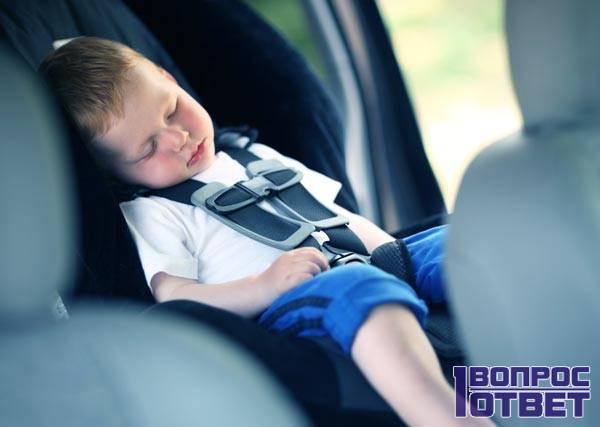 Дима Яковлев спит в машине