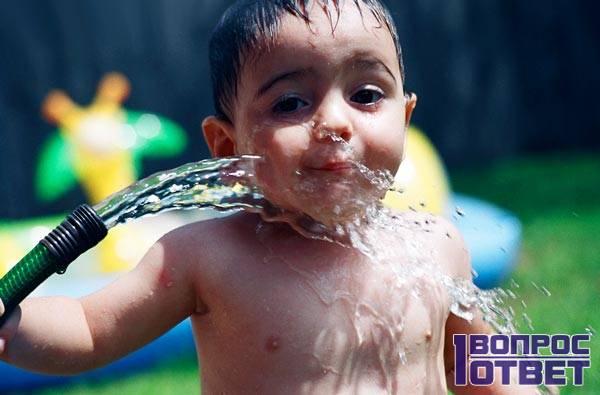 Ребенок и вода