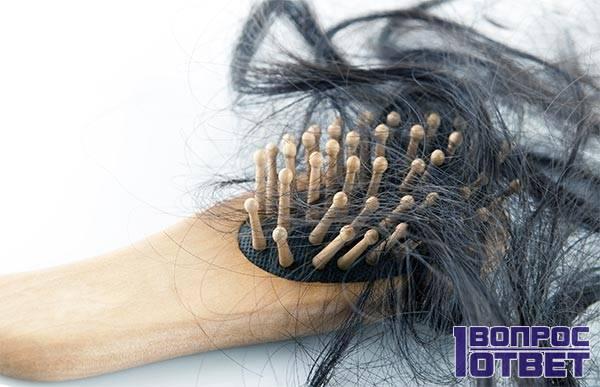 Активное выпадение волос на расческе