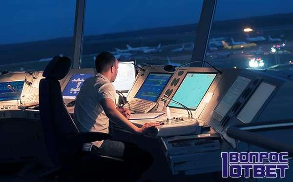 Диспетчер координирует полеты