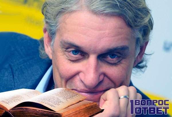 Тинькофф читает книги