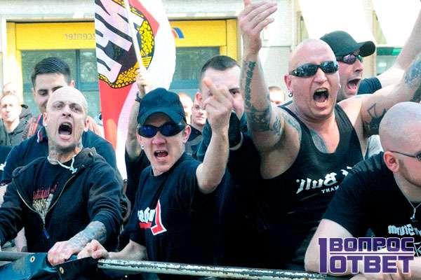 Расисты на митинге