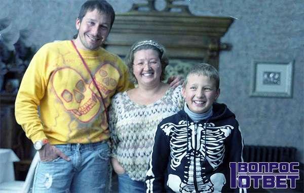 Чичваркин со своей матерью и племянником