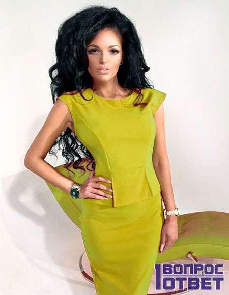Платье из желтой ткани