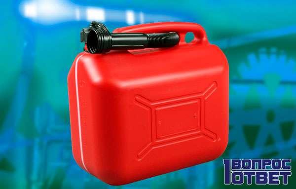 Пластиковая канистра для бензина