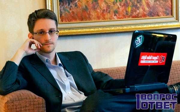 Э. Сноуден со своим ноутбуком