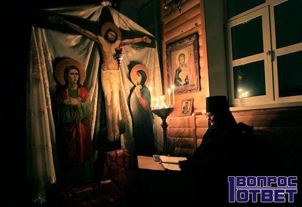 Священник в монастыре