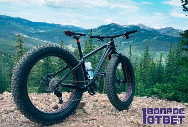 Красивый велосипед с толстыми колесами