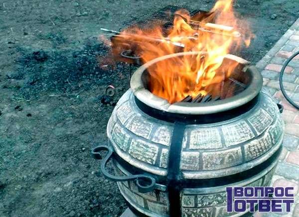 Большой глиняный горшок-печь
