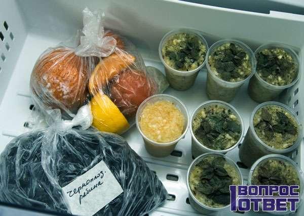 Заготовки ягод и грибов в холодильнике