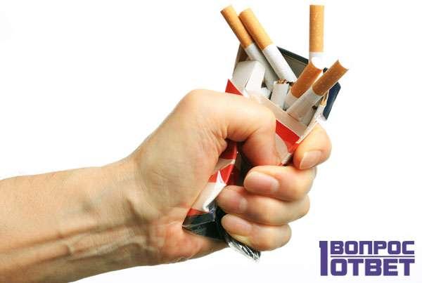 Смятая пачка сигарет