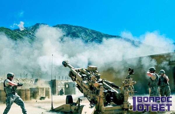 Стрельба из пушек солдатами