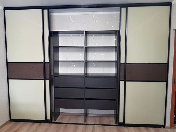Сколько стоит шкаф-купе и на чем можно сэкономить?